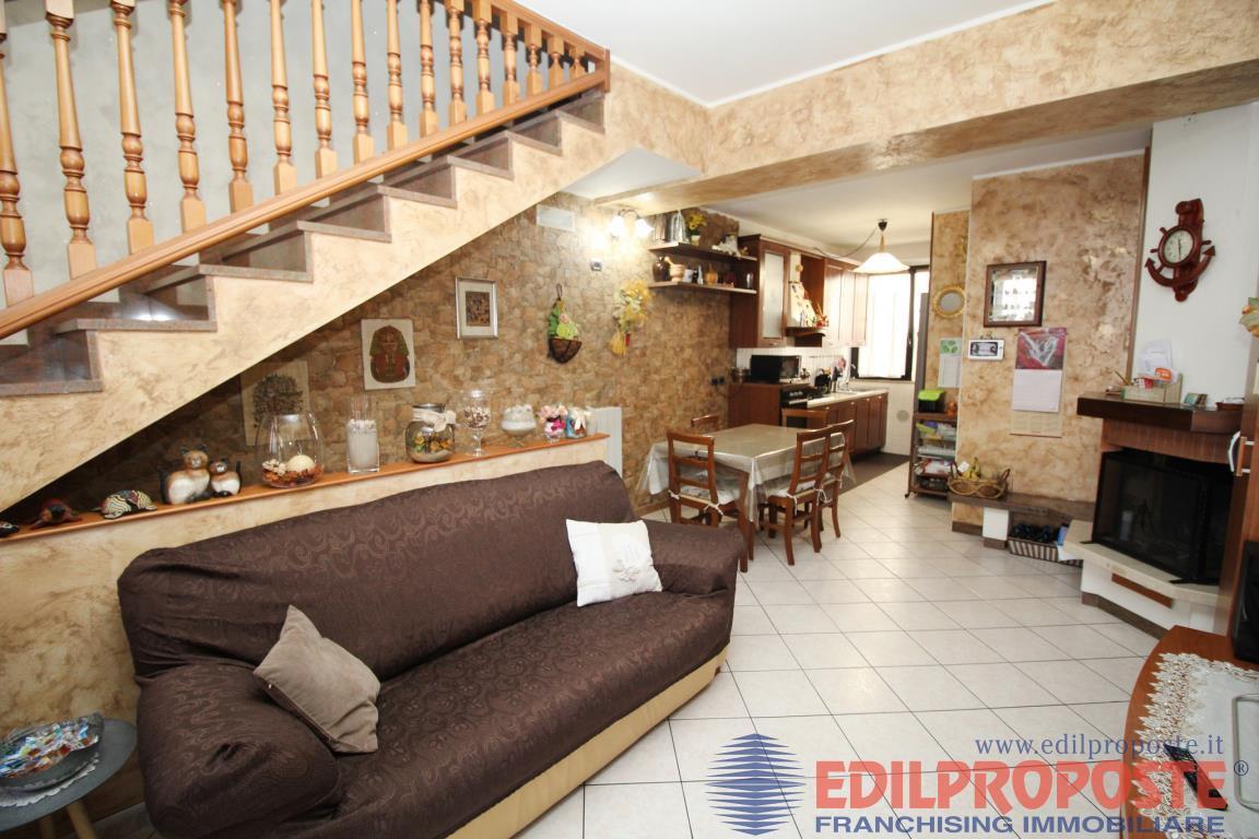 Vendita Trilocale Appartamento Cogliate Via Comasinella  267316