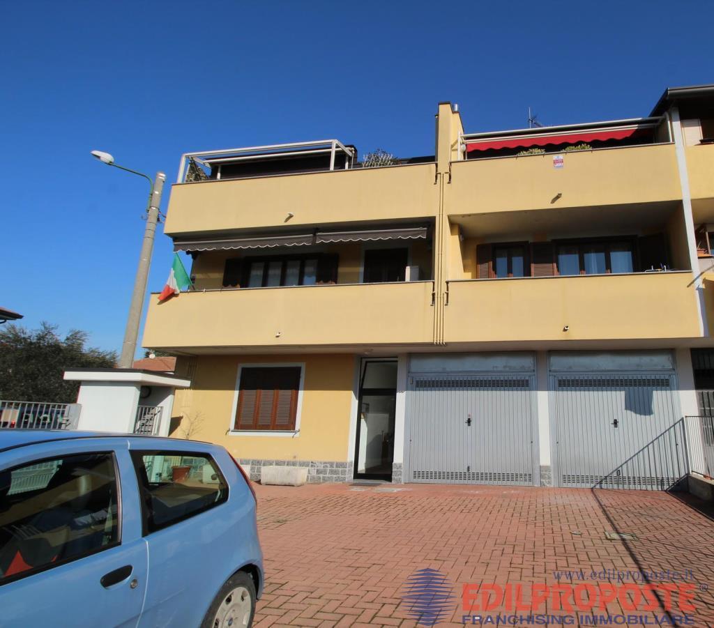 Vendita Trilocale Appartamento Cogliate Via Dante  235901