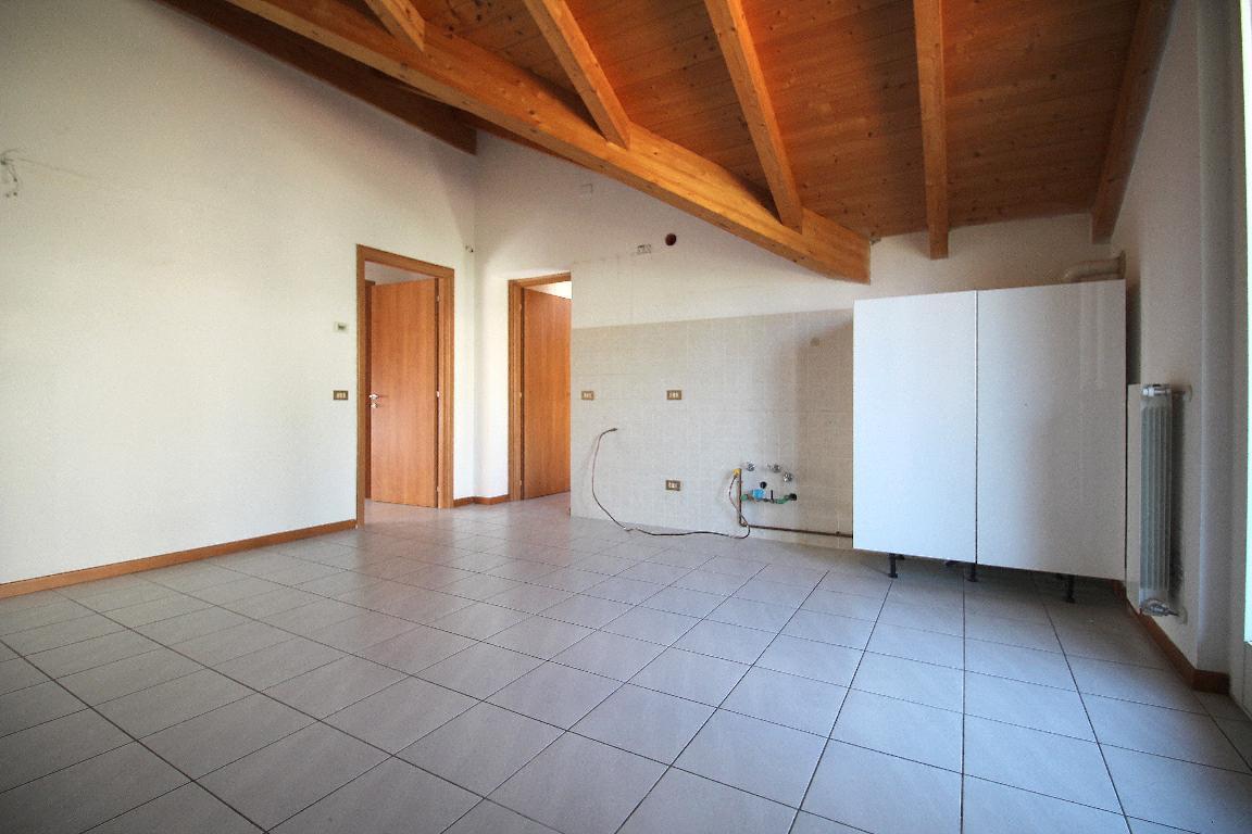 Vendita Trilocale Appartamento Civate Via Egidio Coppola 105158
