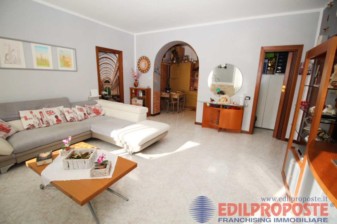 Vendita Trilocale Appartamento Cogliate Via Monte Resegone  230877
