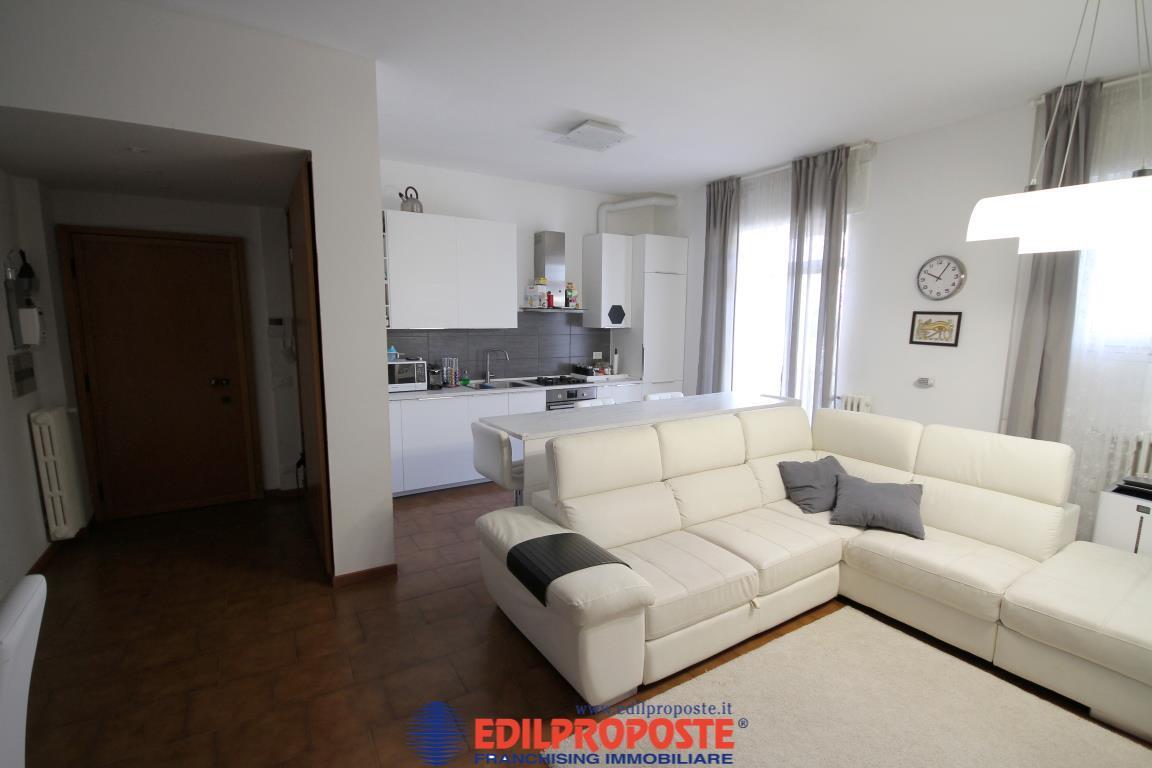Vendita Trilocale Appartamento Cesano Maderno via San Martino 9 237350