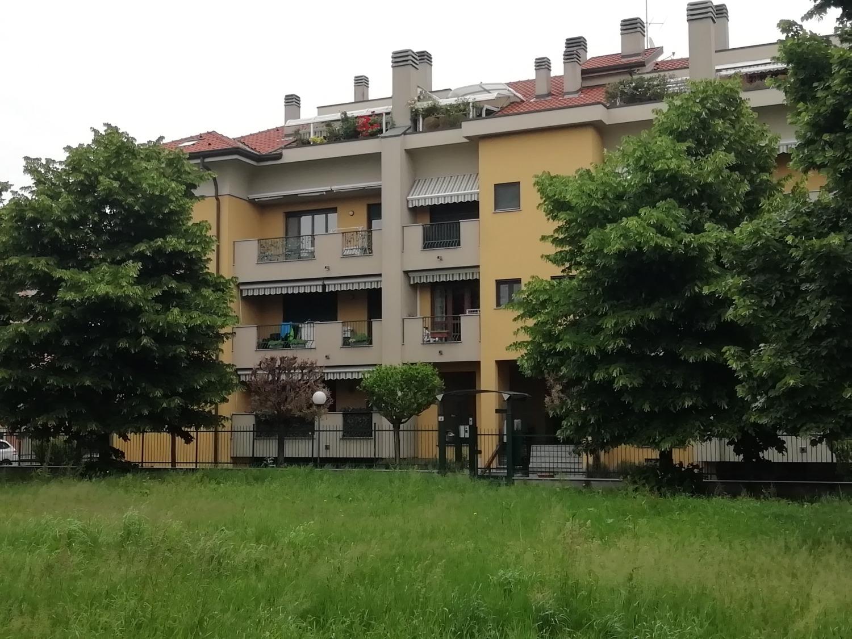 Vendita Trilocale Appartamento Magenta via Meucci 249911
