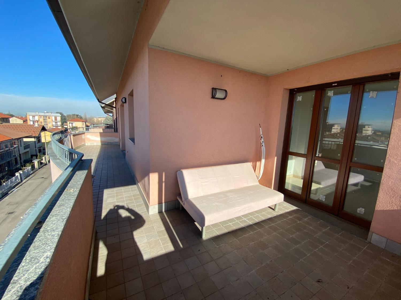 Vendita Quadrilocale Appartamento Magenta Via Moncenisio 249884