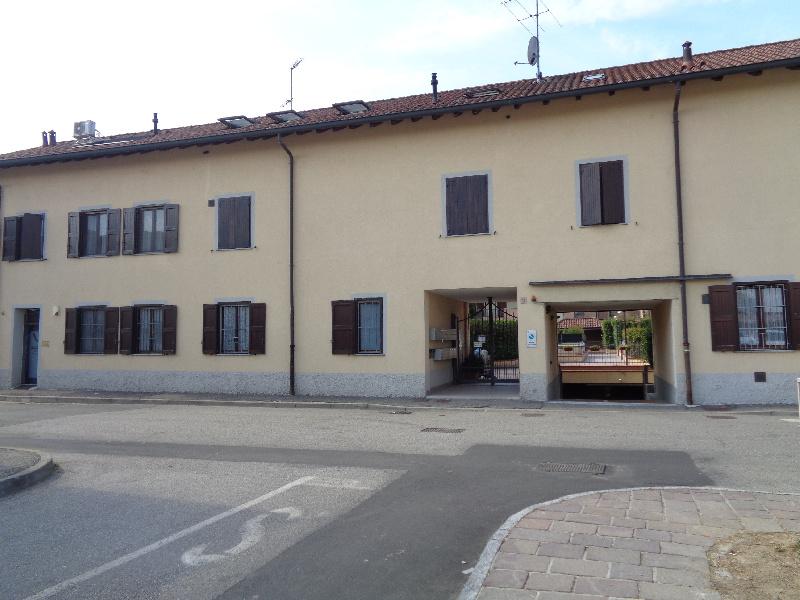 Vendita Trilocale Appartamento Cerro al Lambro Via IV Novembre, 3 237416